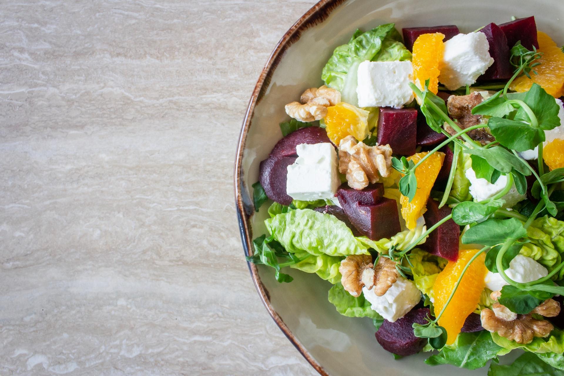 野菜サラダはニキビを悪化させる